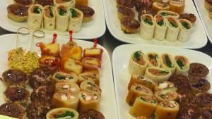 Wrap/ Tartelette/ Tramenziniröllchen gebraten/ Ziegenkäsepraline